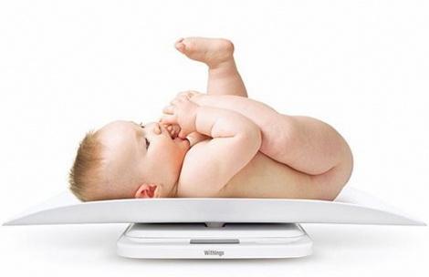 сколько прибавляет в весе новорожденный
