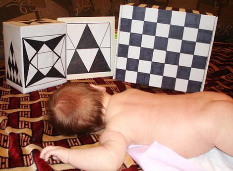 Черно-белые кубики для новорожденных