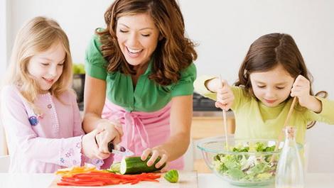 семейные фото на кухне