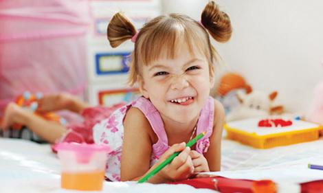 Учить детей рисованию